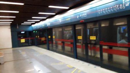 西安地铁2号线出钟楼站