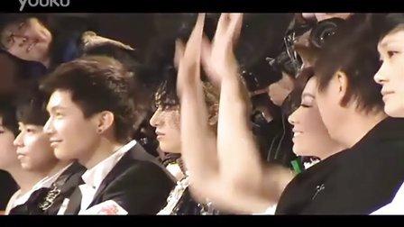 201012中歌榜提名揭晓发布会婚纱秀 张靓颖接到绣球