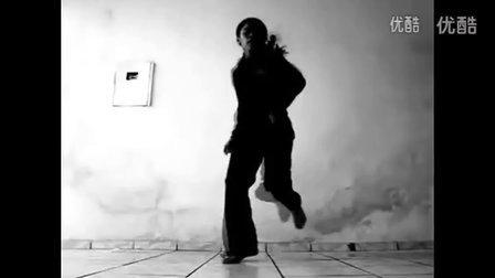 你见过鬼步舞跳的这么酷的女生吗!www.51juw.com
