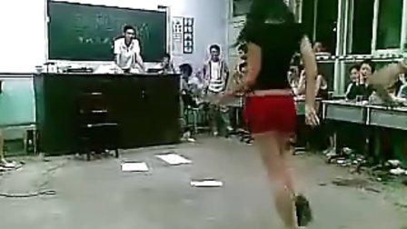 学生教室晚会 美女现场热舞 性感
