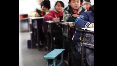 湖南72个县市出现凝冻 小学生手提火炉上学