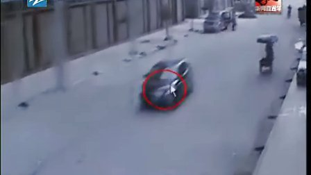 监控拍下轿车撞死2岁女童后逃逸