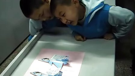 校园纸飞机