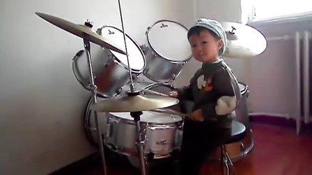 【让梦想飞】三岁鼓童咚咚 架子鼓独奏