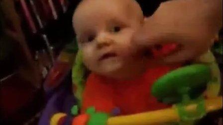 搞笑 1岁外国小孩吃跳跳糖-百企搜