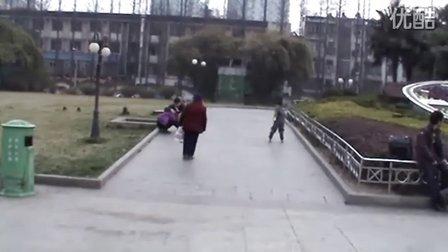 3岁轮滑高手!速倒下!(哥不是传说 不要迷恋哥)