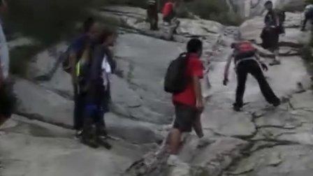 三人行众驴勇攀东西马峰