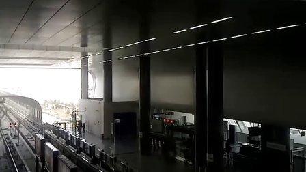 北京地铁4号线西红门站列车出站
