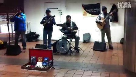 纽约地铁偶遇秘鲁排箫乐队