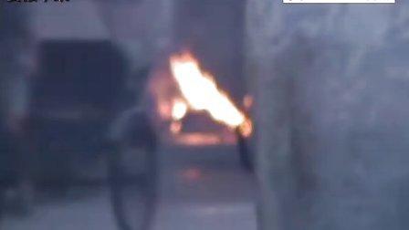 【拍客】 鬼节来临,公路两旁香火旺