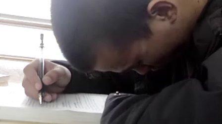 超萌猴子 图书馆打瞌睡