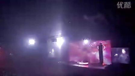 DJ TIESTO FEAT CHRISTIAN BURNS - IN THE DARK