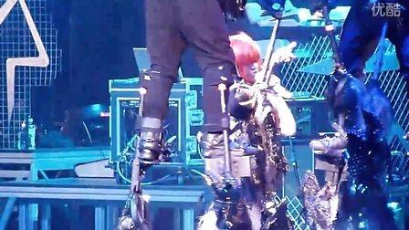 【kevin】Rihanna澳洲演唱会上疯狂演绎Disturbia