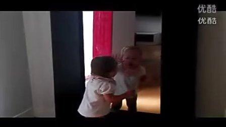 笑喷!当宝宝遇上镜子,战斗开始.mp4