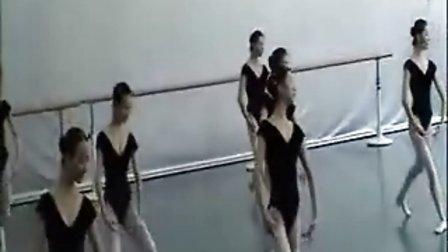 女生芭蕾训练课片段(北京舞蹈学院)