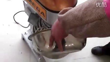 欧美佳打蛋机搅拌机生产蛋糕全程视频