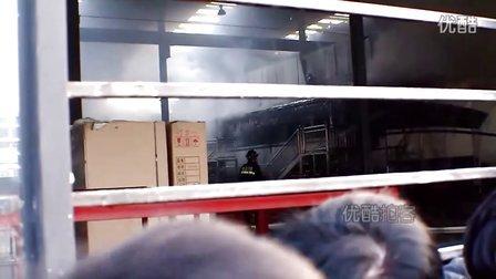 【拍客】武汉和谐号火车头遭遇火灾全毁损失约60万元