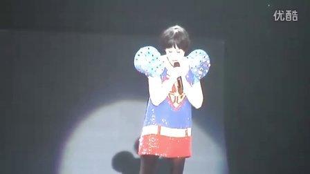 刘若英《一辈子的孤单》脱掉高跟鞋 2011世界巡回演唱会 扬州站