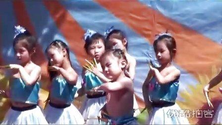 拍客小女孩跳舞衣服脱落被老师强拉下台