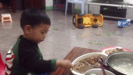 妈妈不在,爸爸不会为我吃饭,我自己吃。