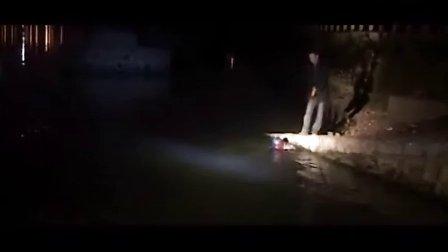 16岁学生跳河自杀身亡捞尸现场