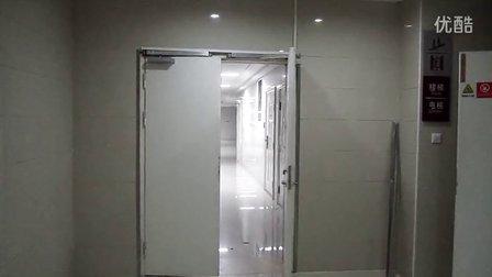 联动闭门器安装示意图1