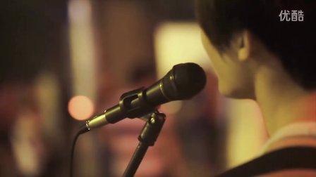 [拍客]未经雕琢的感动·街头歌手唱新不了情