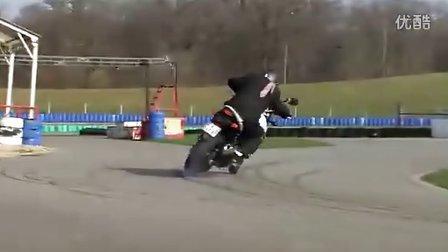 """""""淋漓痛快 驾驭 Suzuki GSR 750"""