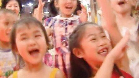 《幼乐园》主持人亚明哥哥与小朋友们一起成长