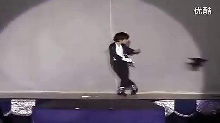 史上最强姐弟组合演绎绝代天王MJ经典舞步  温馨视频