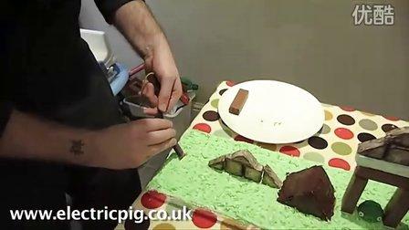 """创意无限!老爹为儿子亲手制作""""愤怒的小鸟""""生日蛋糕"""