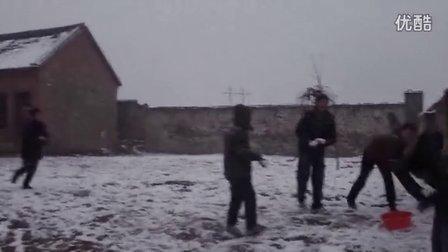【拍客末日视频日记】21日8:00学子打雪仗实拍