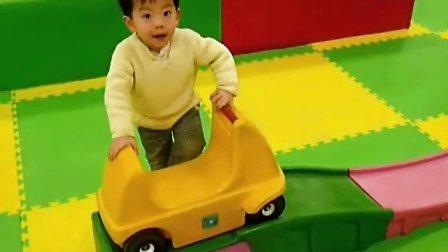 欧阳哲瀚玩滑车