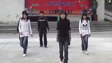 曾集中学九(4)班学生模仿加自创舞蹈Sorry Sorry