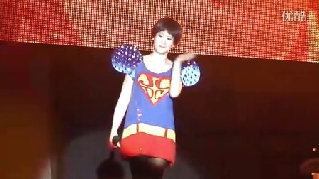 刘若英《当爱在靠近》脱掉高跟鞋 2011世界巡回演唱会 扬州站