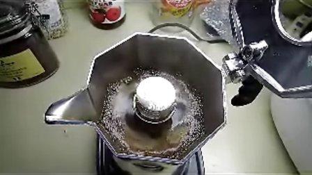 双阀摩卡壶煮咖啡