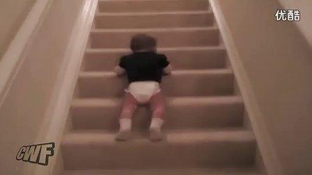 这小孩子下楼梯的方式太泥玛有才了