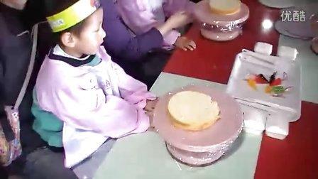 俞晶赢小班2011年4月春游元祖做蛋糕