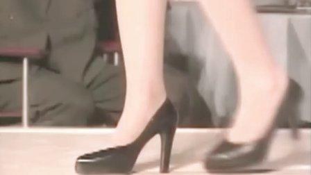 """当《天桥风云》里这一段2'10""""音乐响起时,张东健爆帅了。音乐似曾相识啊《阿飞正传》里哥哥独舞的曲"""