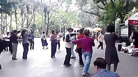 广州人民公园里早晨的男女激情