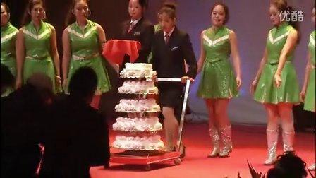 郑州升达经贸管理学院二十周年校庆-创办人切蛋糕