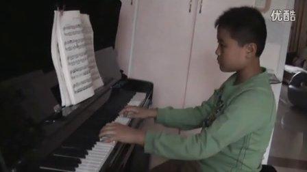 钢琴练习《快乐的嬉戏》