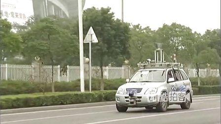 【拍客】实拍江苏常熟街头无人驾驶汽车 智能识别斑马线及行人