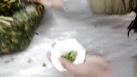 河南财专2011级金融系投资与理财班冬季包饺子