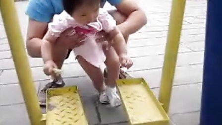 张紫琦小宝宝学走路