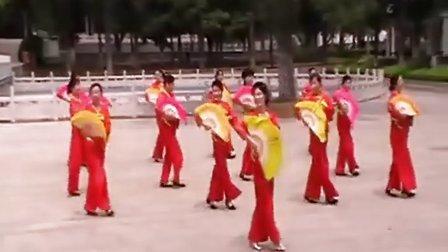 广场扇舞《亲亲茉莉花》.
