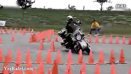 美国顶级警察摩托车考试 牛逼到我没话说