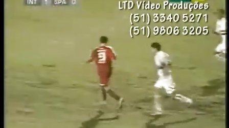 巴西新9号帕托在国际青年队的进球视频