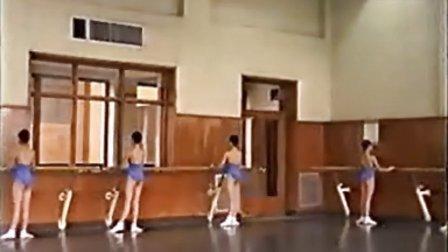 芭蕾舞基训课(1-4年级)1 订购高清www.hfz2013.com
