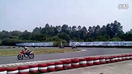 2011全国公路摩托车锦标赛新手培训班学员练习